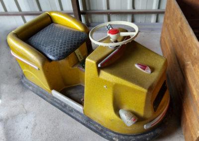 rénovation voiture jouet vintage